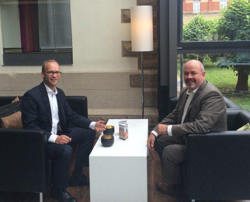 Dr. Armin Frey und Joachim Scherer besprechen Kooperation